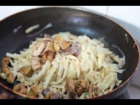 Trổ tài nấu món măng khô xào lòng gà