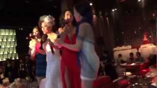 Minh Tuyết Sings At Her Wedding With Other Singers