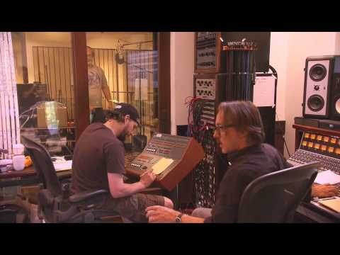 Recording - Foo Fighters recording Wasting Light at Dave Grohl's house (2011)