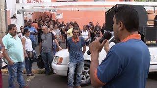 Coletores de lixo voltam ao trabalho e greve perde força em Bauru