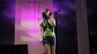 Hallelujah cover by Megan Lee Creative Juice night 2