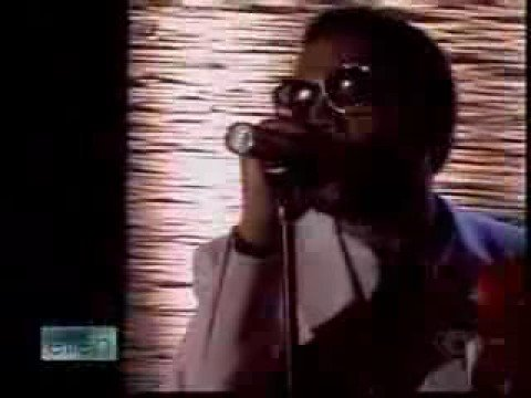"""Kanye West Performs """"Love Lockdown"""" on Ellen"""