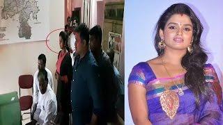 Video Breaking News !! Telugu Tv Actress Sri Vani Hulchal in Police Station | REPORTERBOX MP3, 3GP, MP4, WEBM, AVI, FLV Agustus 2018