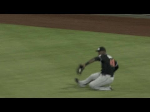 Video: MIA@PHI: Ozuna's sliding catch robs Howard of a hit