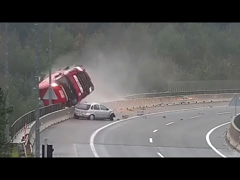 Terrible Truck Accidents Crashes Part 1 | 18+