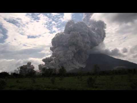Volcano explosive eruption - Mt Sinabung, Sumatra, Indonesia, 31/10/2015