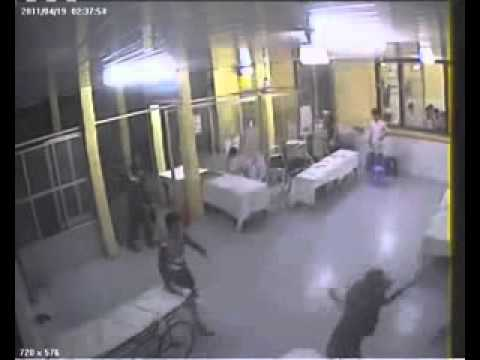 Vietnam gangster cutting each other at the hospital