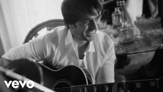 Luis Fonsi - Corazón En La Maleta (Video Oficial)