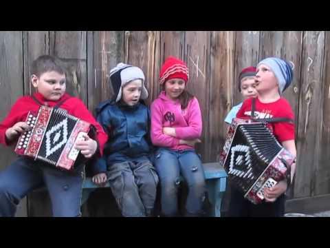 Ребятишки поют Катюшу