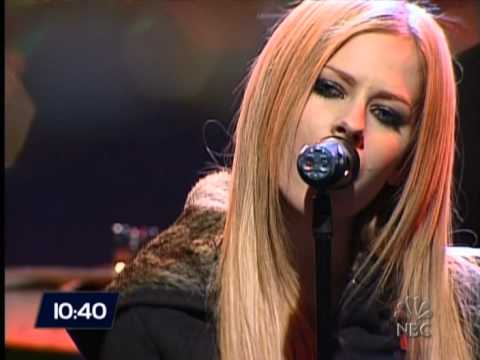 Avril Lavigne - My Happy Ending (New Year's Eve With Carson Daly 12/31/2004)