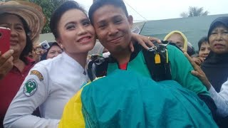 Video Bikin Baper! Prajurit TNI Lamar Kekasih Usai Terjun Payung MP3, 3GP, MP4, WEBM, AVI, FLV April 2019
