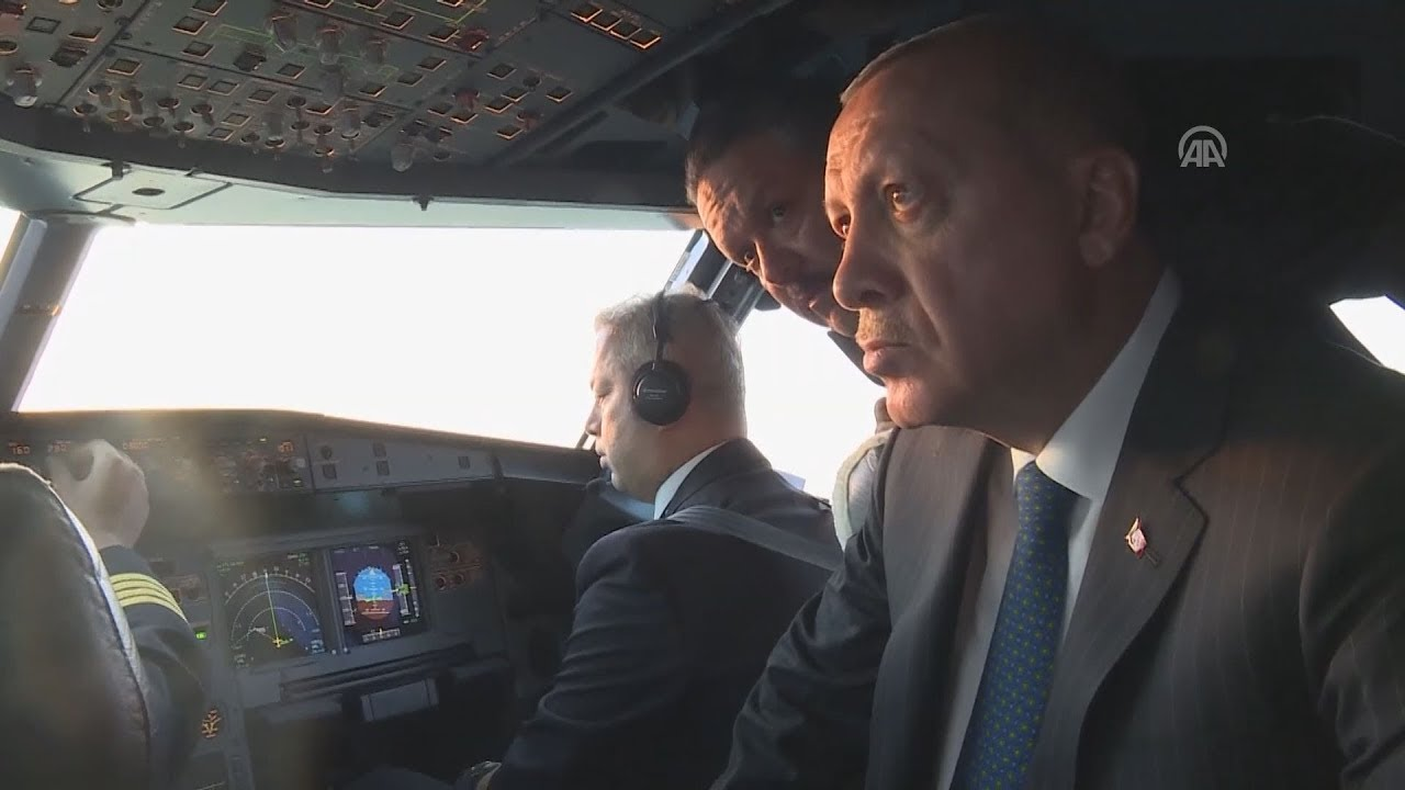 Συμβολική προσγείωση του αεροσκάφους του Τ.Ερντογάν στο νέο αεροδρόμιο