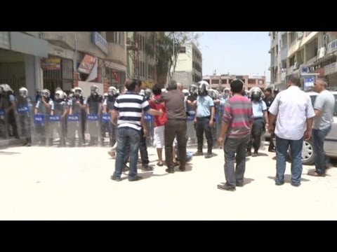 protest - CNN's Nic Robertson reports on clashes between police and protesters in Reyhanli, on the Turkey-Syria border. For more CNN videos, visit our site at http://w...
