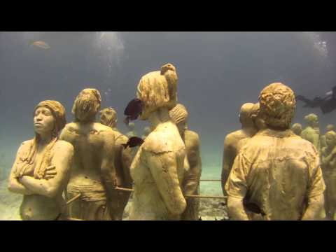 Underwater Museum in Cancun - Liquid Image Wide Angle Scuba Mask Model 324
