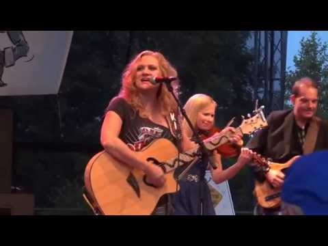 Highway 101 ft. Linsey Beckett and Steve Piticco in Kolding DK 6/28/14 - Honky Tonk Baby