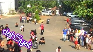 Video Raffi Ahmad Naik Motor Matanya Ditutup - dahSyat 13 September 2014 MP3, 3GP, MP4, WEBM, AVI, FLV Mei 2019