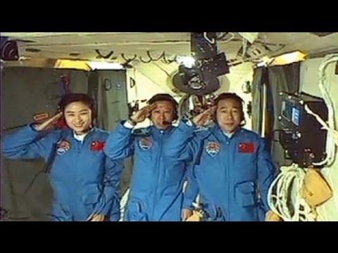 الصين تنجح في أول عملية التحام يدوي في الفضاء - فيديو