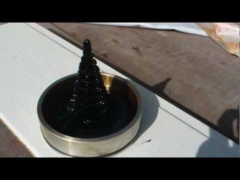 Ferrofluid Skulptur mit Dauermagneten (Neodym Magnet 120 kg) Test