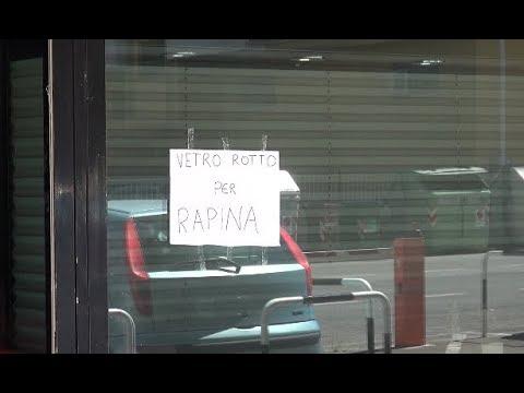 Arezzo. Rapina a laboratorio orafo, banditi con spray e pistola: bottino di 80 mila euro