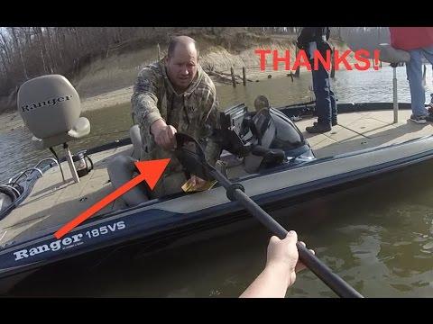 Fisherman helps me out!_Horgászat videók