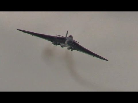 Last Vulcan Bomber Display at Cosford Airshow 2015 - Go to 1:35 for the famous engine noise
