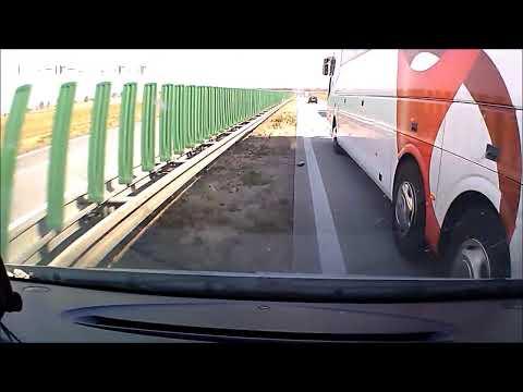 polskie-drogi-zajechanie-drogi-autobusem