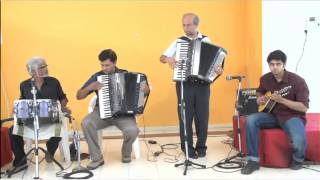 Video Awara Hoon on Accordion and Mandolin by Goldfingers Group of Pune download in MP3, 3GP, MP4, WEBM, AVI, FLV January 2017