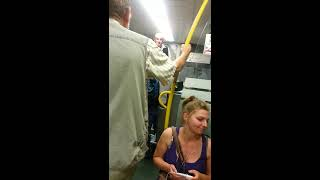 Pasażer dostał z liścia od konduktora! Zadyma w pociągu Kolei Mazowieckich!