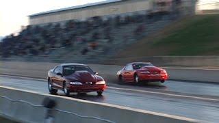 Mustang o mocy 3000 koni wygrywa wyścig na dwóch kołach!