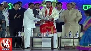 CM KCR Felicitate Vice President Vekaiah Naidu At World Telugu Conference