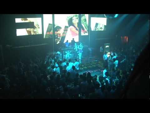 Hoàng Thùy Linh hát Cực sung tại Club Đại Hùng