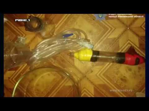 У Рівному синове обладнання для наркотиків мати викидала з вікна [ВІДЕО]