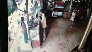 Nonton កាំមេរ៉ាទី ២ សកម្មភាពចោរលួចDVD 2016 - thief steal portable DVD in Phsar Romeas 2016 Film Subtitle Indonesia Streaming Movie Download