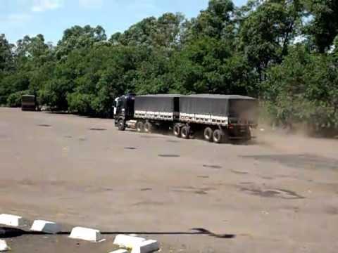 Bitrem : Cavalo de pau no Posto in Campo Grande-MS