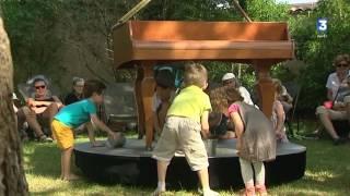 Cette année à Chalon dans la rue, les parents écoutent Bach pendant que les enfants jouent au sable. A découvrir gratuitement au jardin botanique pour les plus de 6 ans jusqu'à dimanche.Abonnez-vous à notre chaîne YouTube► https://www.youtube.com/france3bourgogneRetrouvez-nous sur  :notre site internet► http://france3-regions.francetvinfo.fr/bourgogne-franche-comte/Facebook ► https://www.facebook.com/france3bourgogne/► https://www.facebook.com/france3franchecomte/Twitter► https://twitter.com/F3Bourgogne► https://twitter.com/F3FrancheComteInstagram► https://www.instagram.com/france3bourgogne/► https://www.instagram.com/f3franchecomte/