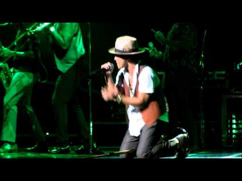 Bruno Mars - Gorilla ( 8-27-13 Orlando, FL ) Moonshine Jungle Tour