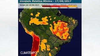Um grande contraste de umidade é observado no Brasil. Áreas do centro-norte do país vêm registrando valores de umidade do ar perto de 12%. Confira quais áreas continuam com índices críticos nos próximos dias.