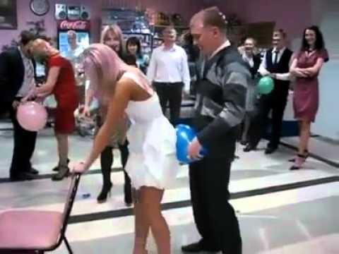 Rus düğününde balon patlatma oyunu