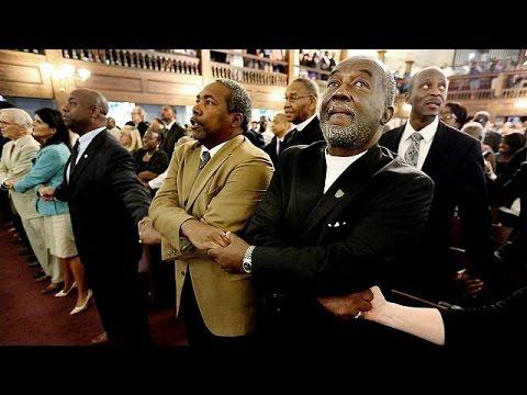 ΗΠΑ: Ολονυκτία για τα εννέα θύματα της επίθεσης σε εκκλησία της Ν. Καρολίνας