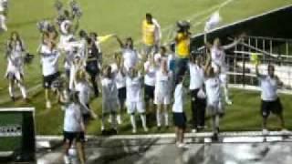 Comemoração das jogadoras e da torcida após o apito final do jogo no Pacaembú. Santos 3 X 0 Botucatu.