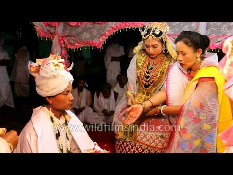 Video Manipuri wedding : Exchange of garlands between couple to be download in MP3, 3GP, MP4, WEBM, AVI, FLV January 2017