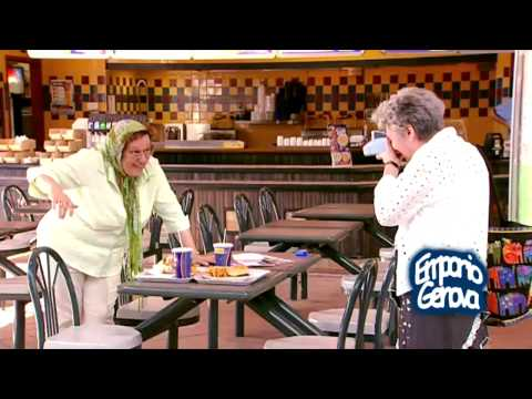 candicamera: donna anziana in compagnia dell'uomo invisibile!