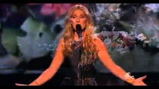 Celine Dion chante l'Hymne à l'amour en hommage aux victimes des attentats