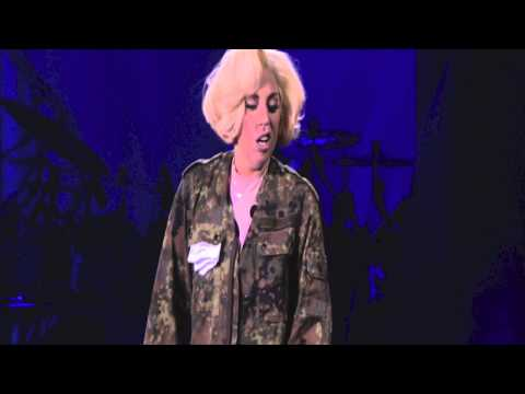 "Lady Gaga – ""What's Up"" 4 Non Blondes Live Cover at #artRaveVienna"