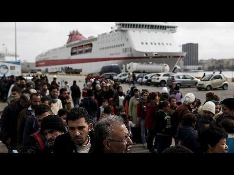 Σε «λιμάνι των προσφύγων» έχει μετατραπεί το λιμάνι του Πειραιά