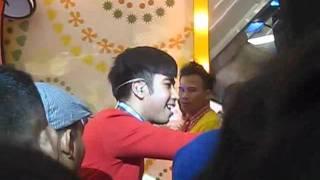 Vidi Aldiano - lupakan mantan @Galaxi Mall Surabaya .wmv
