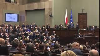 Radość i owacje na stojąco dla Rafalskiej za podwyżkę dla emerytów w wysokości maks. 70 zł BRUTTO