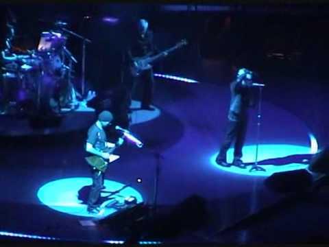U2 - Miracle Drug (Live from San Diego, Vertigo Tour)