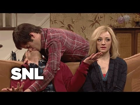 Kissing Family: Lonny Comes Home for Christmas - SNL