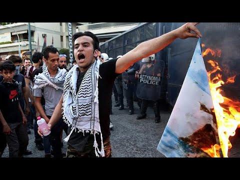 Παλαιστίνιοι έκαψαν σημαίες μπροστά από την πρεσβεία του Ισραήλ…